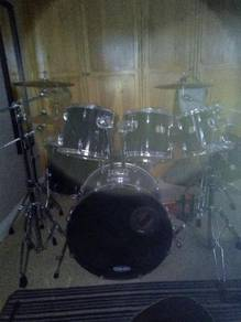 Pearl drum kit is available