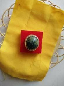 Cincin badar hijau lekat magnet berkhadam