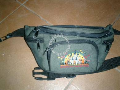 Genting logo pouch bag
