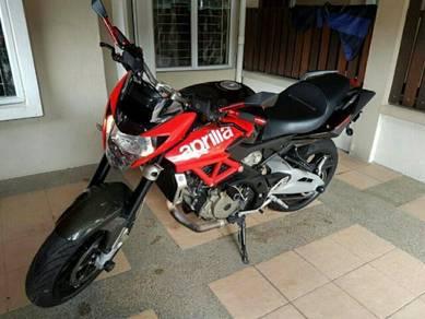 2013 Aprilia Shiver 750 motorbike