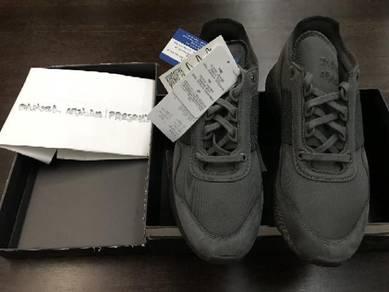 (URGENT) Adidas x Daniel Arsham Special Edition