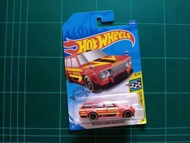 Datsun Bluebird Wagon MOMO Red