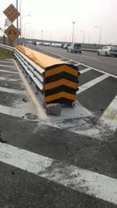 Crash cushion highway