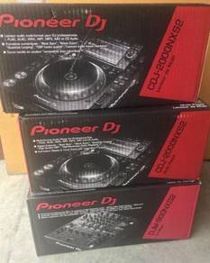 Pioneer Nexus 2 DJ Set 2 CDJ 2000 NXS2 Players 1 D