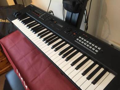 Yamaha MX61 mint condition with genuine case