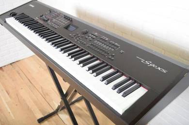 Yamaha S90xs 88 keyboard synthesizer Excellent