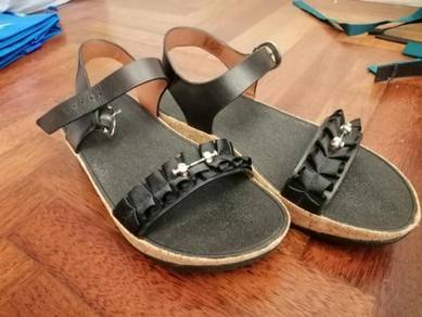 Fitflop black back strap open toe platform sandals