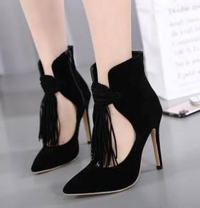 Black pointed high party heels shoe fringe