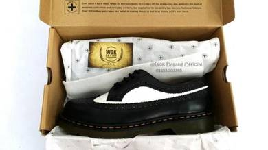 Dr Martens 5 Eye Wingtip Black WHite