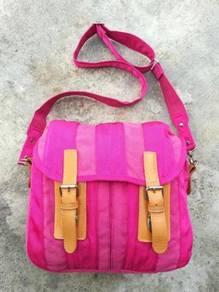 Original UNITED COLOR OF BENETtON sling bag kueii
