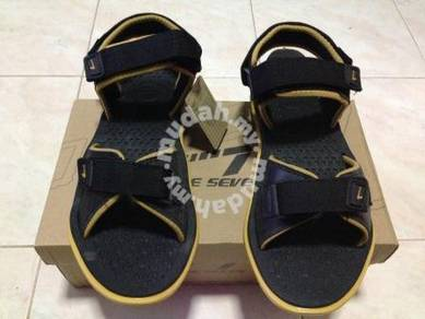 Sandal size 42 Black and Gold Color