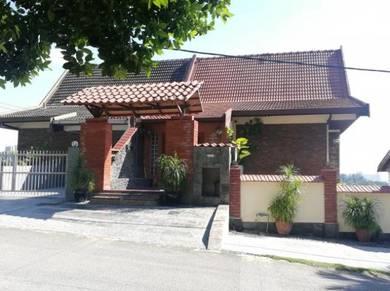 Very Nice HIllside Semi D house for sale