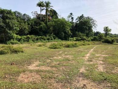 Tanah Lot di Kampung Bukit Petiti, Manir, Kuala Terengganu