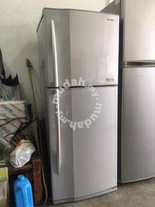 Tohiba 2 doors fridge Peti Sejuk Ais Refrigerator