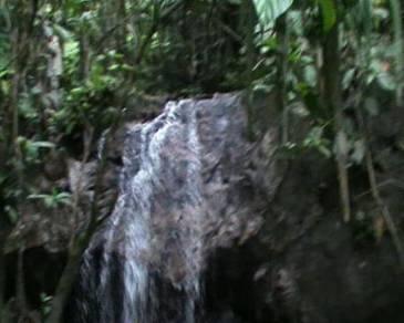 Tanah dan air terjun