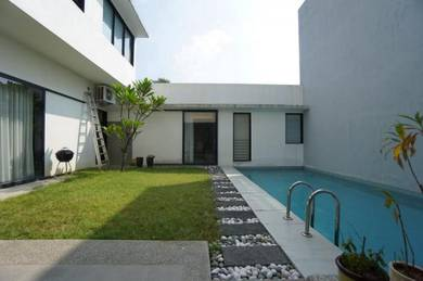[BELOW MARKET] Courtyard villa with private pool
