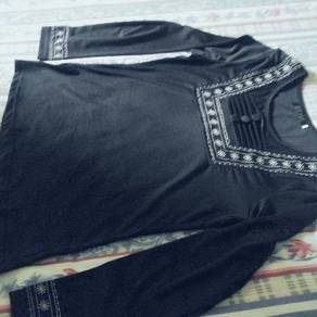 Stretchable black blouse