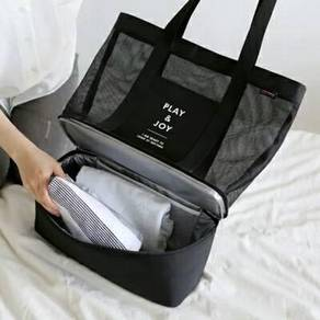Travelling tote bag magnetic toiletries bottle