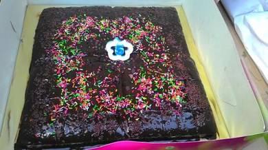 Choc cake 8x8 besarr