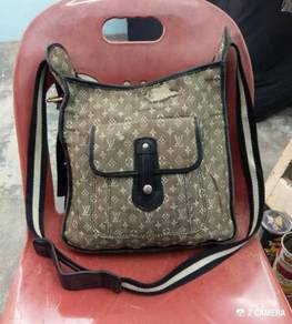 Cross Body Louis Vuitton (LV) - Bundle