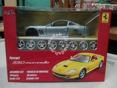 Diecast/asembly kit maisto Ferrari maranello 1:24