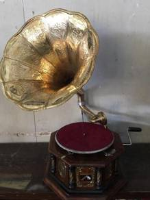 Red Antique Music Gramophone / Pemain Musik Antik