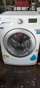 Washer dryer Electrolux mesin basuh 7.0kg front
