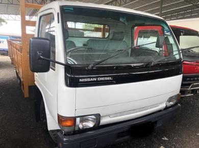 Nissan yu h5 kargo 3 ton 2006 hino isuzu