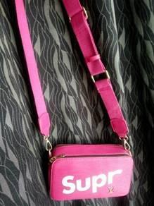 Supreme handbag louis v