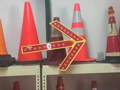 Foldable traffic cone arrow warning light