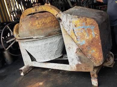 Used Hisaki concrete cement mixer 7T