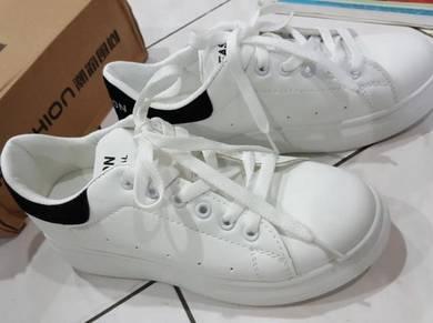Heightened shoe