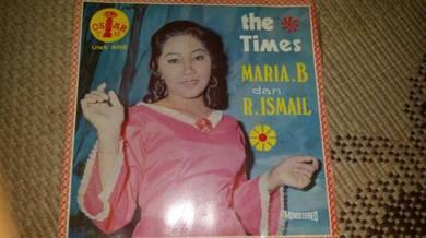 Piring Hitam The Times Maria. B dan R.Ismail