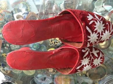 Antique Red Beaded Shoe / Kasut Manik Antik