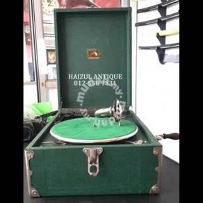 Box Gramophone 2 - His Master's Voice