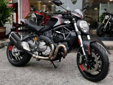 Ducati Monster 821 Stealth-Free Full Accessories
