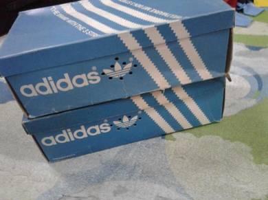 Adidas box vintage