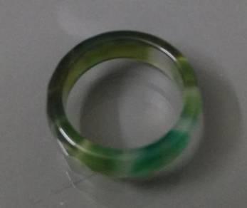 ABRJ-G017 Green Toning Natural Jade Ring 6mm s7.75