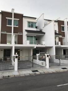 Modern Townhouse Inter, Lower Unit, Lite View 4 (Security Gated), Miri
