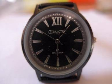 Character Quartz Round Black Dial Watch