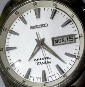 Jam Seiko Kinetic Sapphire Full Titanium watch
