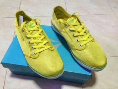 Kasut Line 7 Yellow Color size 36