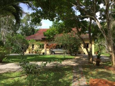 Bungalow with a private pool & a beautiful garden in Langkawi