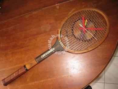 (B125) Vintage Wooden Tennis Racquet With Clock