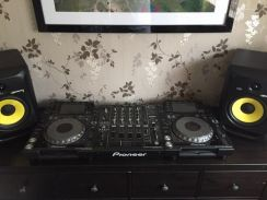 Pioneer cdj 2000 and djm 900 nxs with Stereo sound