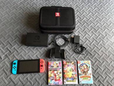 Nintendo Switch - 32GB Console (with Neon Red/Neon