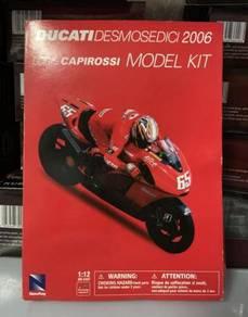Newray 1:12 2006 Ducati #65 MotoGP Diecast Motor