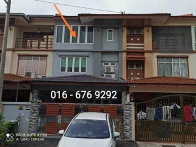 3 sty superlink house below market 200k