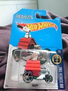 Hotwheels Snoopy not Tomica