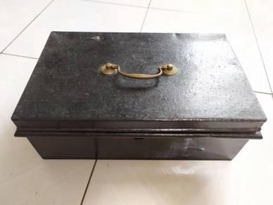TEXP England Cashbox Lama Vintage 1
